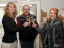 Ein erstes Anstossen von Weinkönigin, Weinprinzessin und Kellermeister für die Pressevertreter und auf das Wohl der Anwesenden.