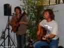 Brackenheimer Weinfrühling: Zum Festausklang spielten zwei begnadete Sänger und Gitarristen - Mike und Lobo - auf!