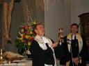 Brackenheim: Während des Abschiedsgottesdienst schenkt das Ehepaar Deetjen der Kirche diesen Kelch.