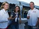 Grill und Chill in Willsbach: Geschäftsführerin Sivia Schelle (links) freute sich mit Rabea Schmied und Benjamin Bochnai über die zahlreichen Gäste.