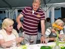 Grill und Chill in Willsbach: Gnädige Frau, darfs noch was von dem mundenden Roten sein?
