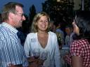 Grill und Chill in Willsbach: Vorstand Martin Keppler im Plausch mit Silvia Schelle und Beate Kindt.