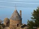 Bretagne, Mont St. Michel: Unter der westlichen Festungsspitze nur das blaue Meer.