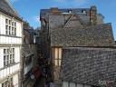 Bretagne, Mont St. Michel: Bunter Mix aus Lokalen, Souvenirläden und Wohnhäusern.