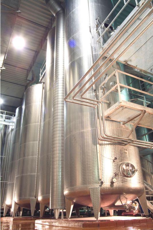 Edelstahltank - Anlage in der Weinkellerei Brackenheim